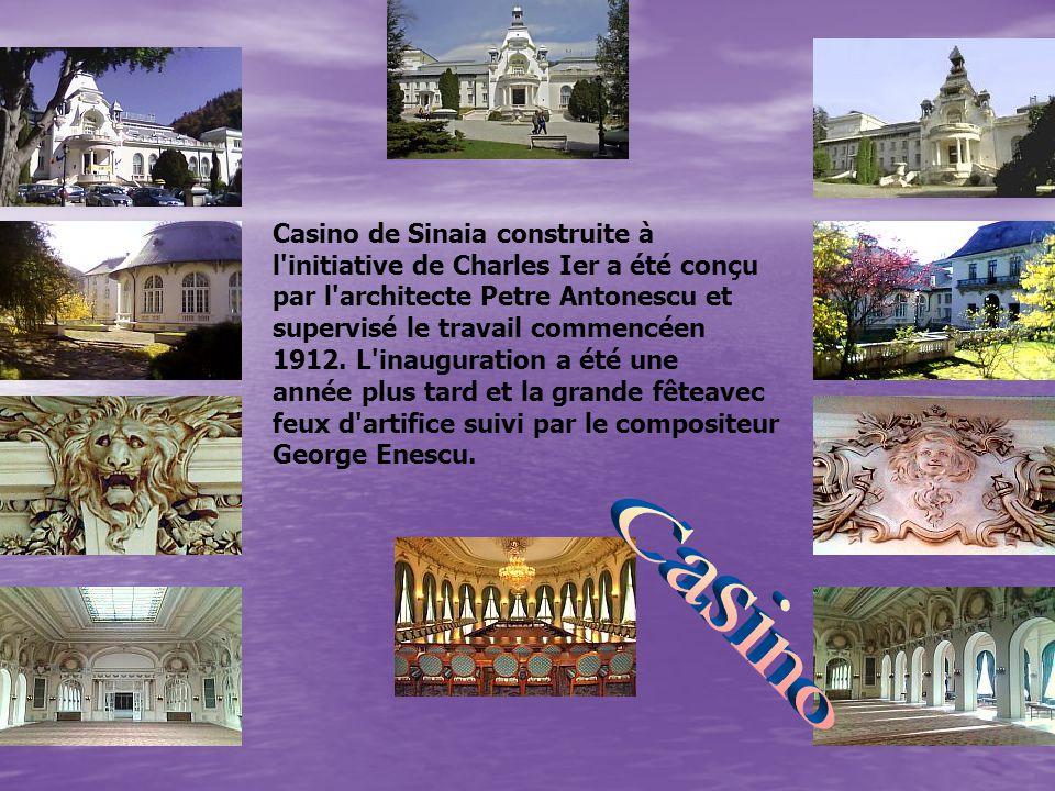 Casino de Sinaia construite à l'initiative de Charles Ier a été conçu par l'architecte Petre Antonescu et supervisé le travail commencéen 1912. L'inau