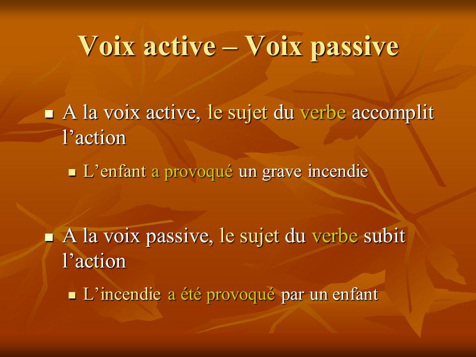 Voix active – Voix passive A la voix active, le sujet du verbe accomplit l'action A la voix active, le sujet du verbe accomplit l'action L'enfant a pr