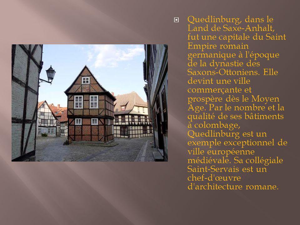  Quedlinburg, dans le Land de Saxe-Anhalt, fut une capitale du Saint Empire romain germanique à l'époque de la dynastie des Saxons-Ottoniens. Elle de