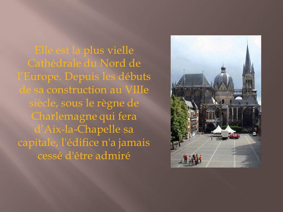 Elle est la plus vielle Cathédrale du Nord de l'Europe. Depuis les débuts de sa construction au VIIIe siècle, sous le règne de Charlemagne qui fera d'