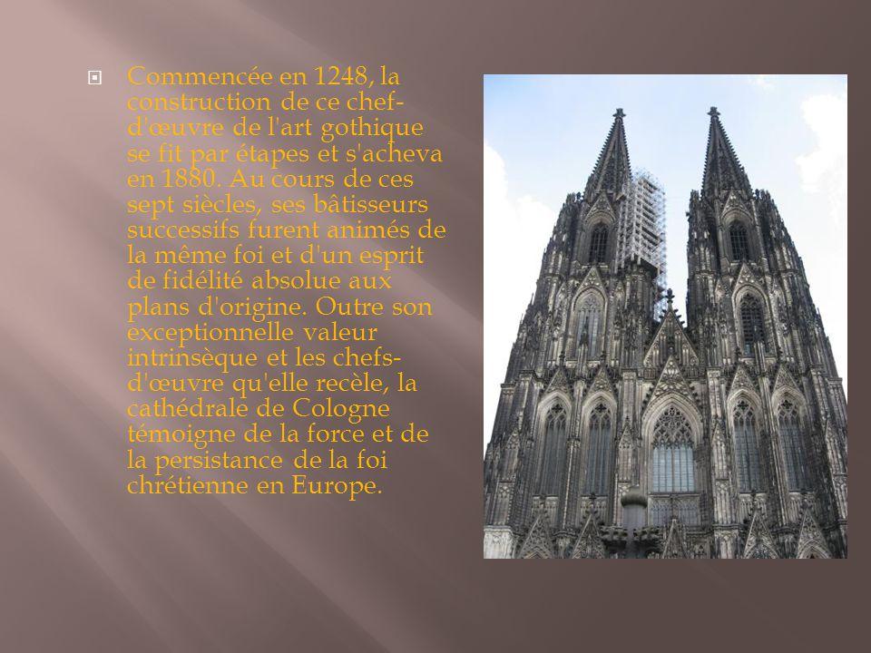  Commencée en 1248, la construction de ce chef- d'œuvre de l'art gothique se fit par étapes et s'acheva en 1880. Au cours de ces sept siècles, ses bâ