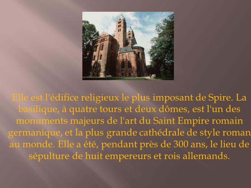Elle est l'édifice religieux le plus imposant de Spire. La basilique, à quatre tours et deux dômes, est l'un des monuments majeurs de l'art du Saint E