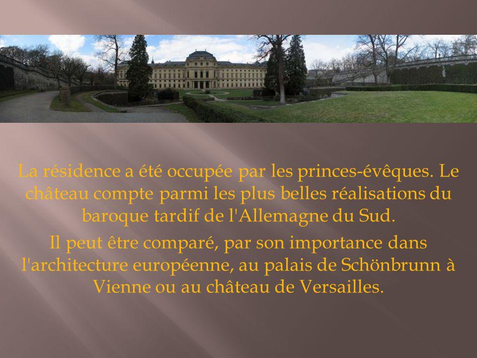 La résidence a été occupée par les princes-évêques. Le château compte parmi les plus belles réalisations du baroque tardif de l'Allemagne du Sud. Il p
