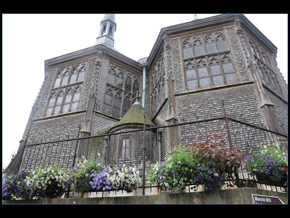 Elle a été bâtie dès la fin du XV me siècle sur le modèle d'une halle de marché, tout en bois avec des éléments de construction navale