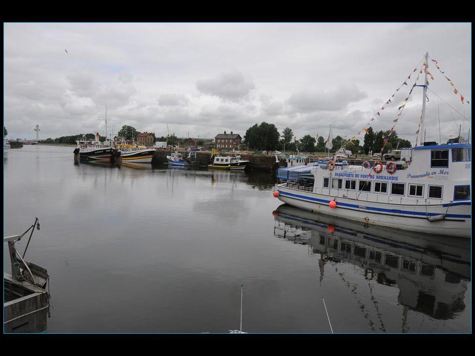 Honfleur est une commune portuaire normande située sur l'estuaire de la Seine tout près du débouché du pont de Normandie