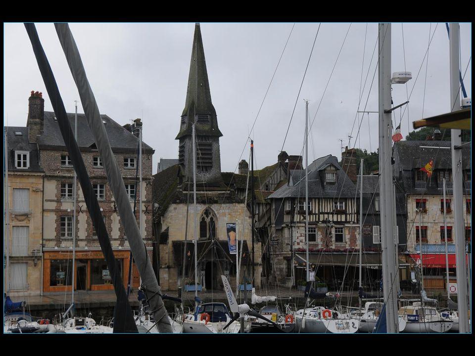 Honfleur a été libéré le 25 août 1944 par l'armée Belge et n'aura subi aucune destruction pendant la guerre et compte parmi les rares cités normandes dans ce cas