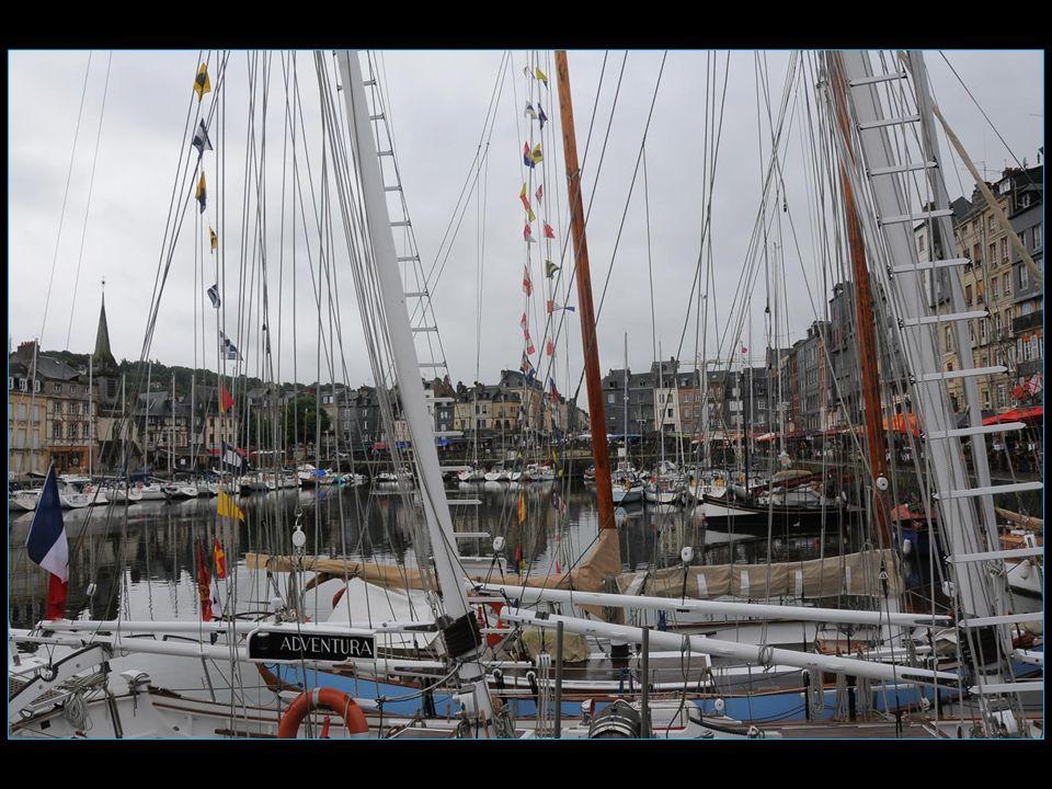 Colbert Abraham Duquesne fait transformer le simple port d'échouage en un véritable bassin à flot qui sera terminé en 1684, que l'on surnomme le Vieux Bassin et qui contribue à la réputation actuelle de la ville