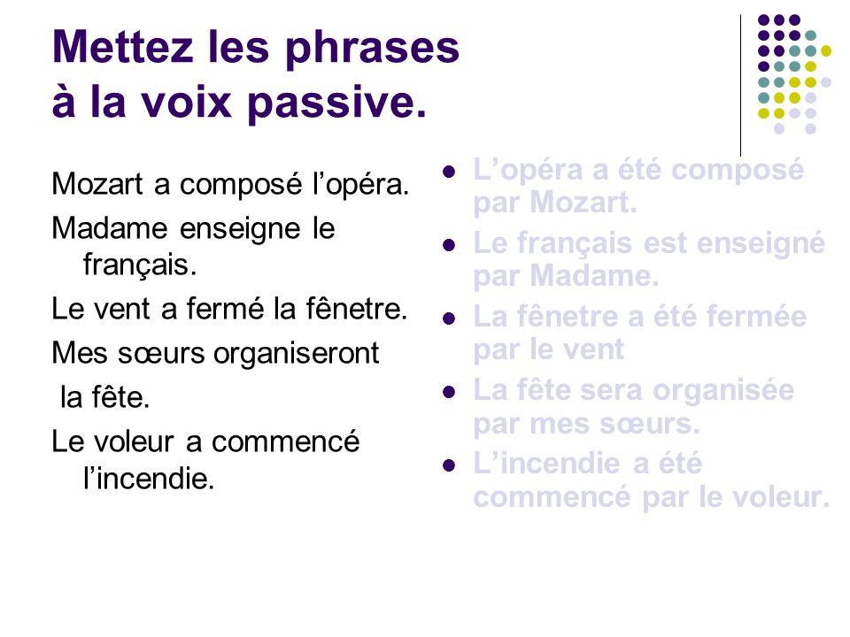 Mettez les phrases à la voix passive.Mozart a composé l'opéra.