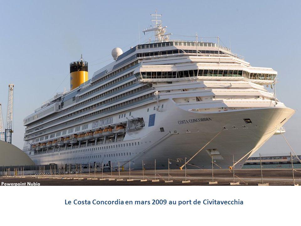 Le Costa Concordia en mars 2009 au port de Civitavecchia