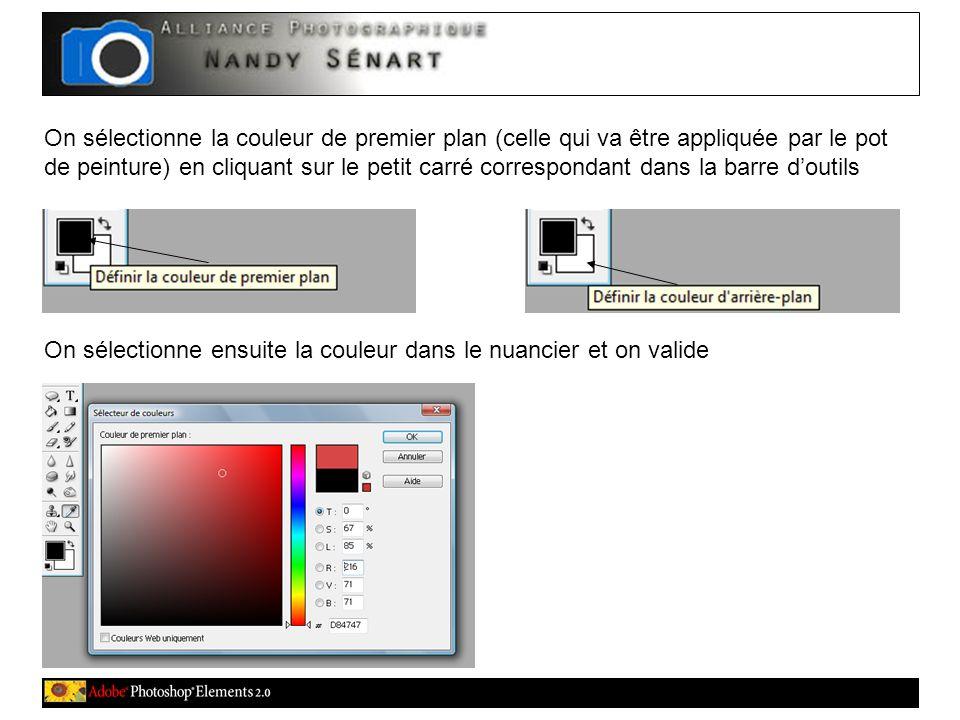 On sélectionne la couleur de premier plan (celle qui va être appliquée par le pot de peinture) en cliquant sur le petit carré correspondant dans la barre d'outils On sélectionne ensuite la couleur dans le nuancier et on valide