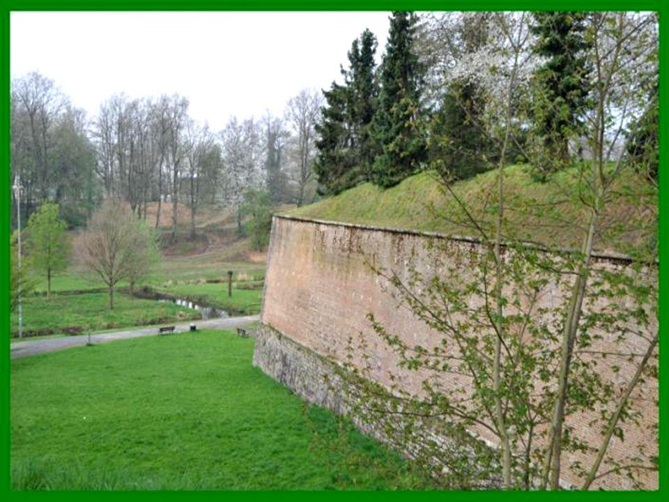 Le Quesnoy, est une commune française située dans le département du nord de la France.