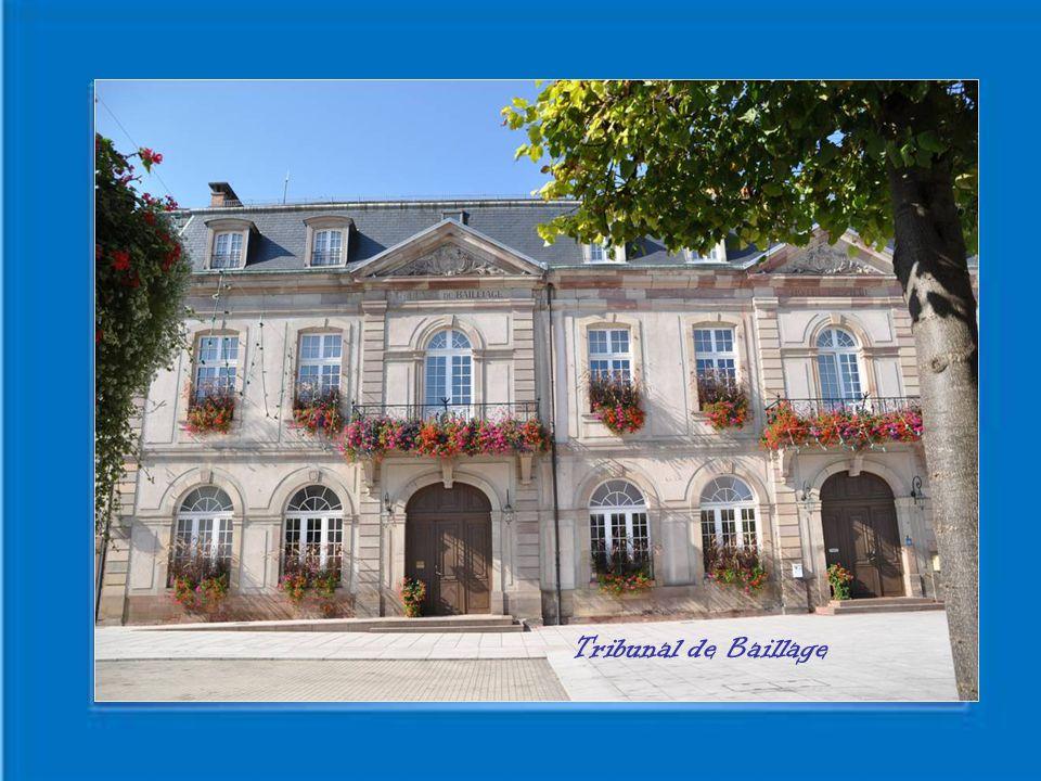 Rosheim est une commune Française Située dans le département du Bas Rhin Et région d' Alsace La petite ville est riche d'un passé et d'un patrimoine qui lui ont valu le surnom de Cité Romane ou Ville à la Rose En référence de son emblème Héraldique