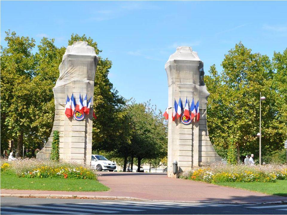 DIJON est une ville superbe, c'est une commune Française située entre le Bassin Parisien et le Bassin Rhodanien. C'est une ville touristique dont l'at