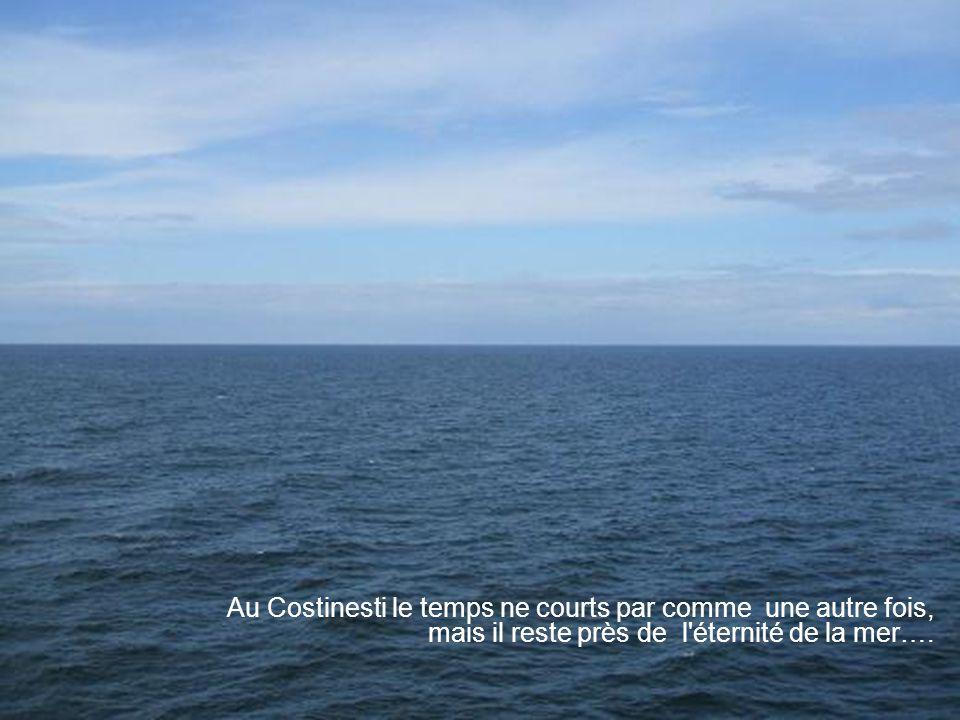 Au Costinesti le temps ne courts par comme une autre fois, mais il reste près de l éternité de la mer….