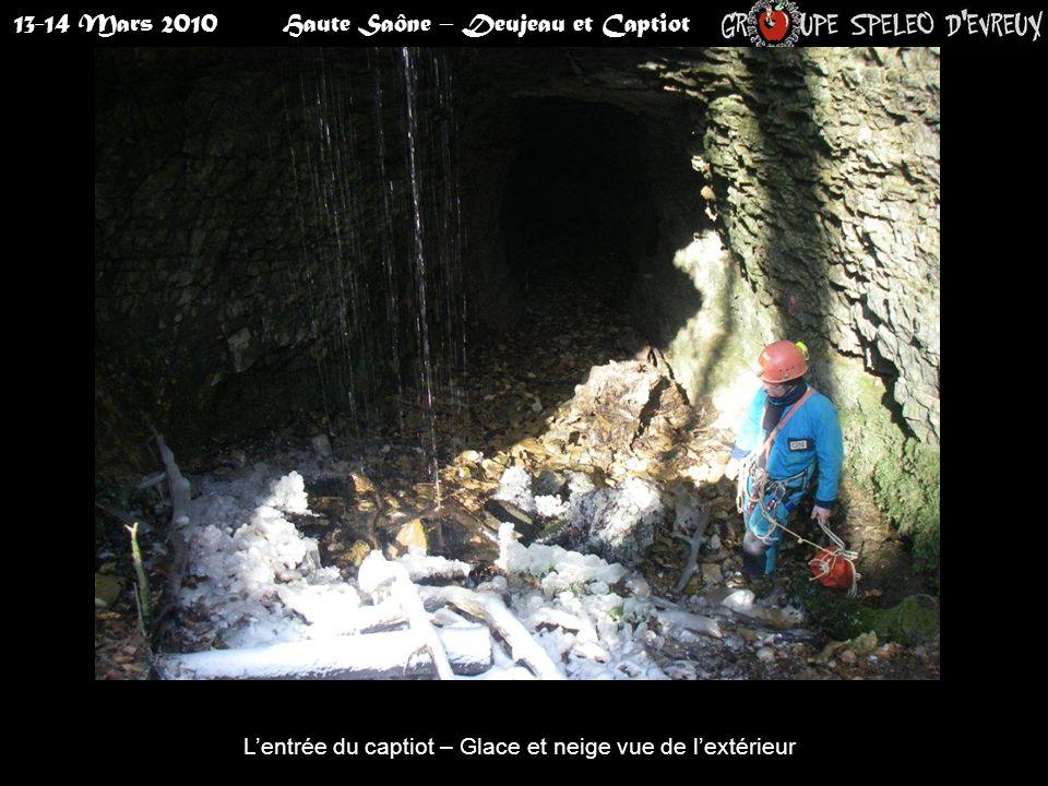 13-14 Mars 2010Haute Saône – Deujeau et Captiot L'entrée du captiot – Glace et neige vue de l'intérieur