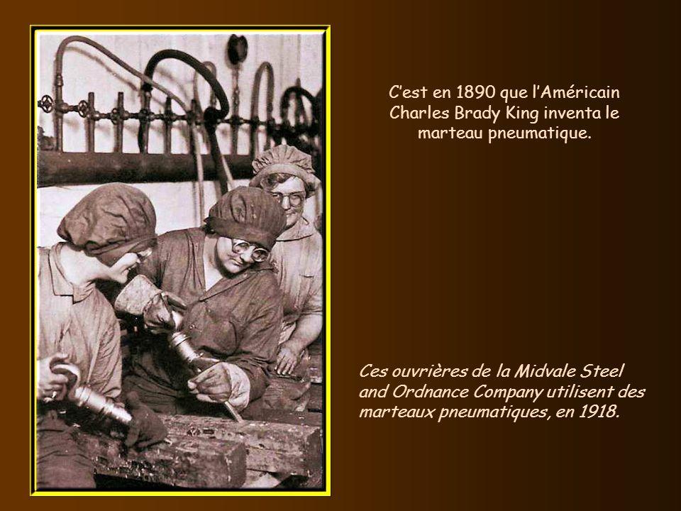C'est en 1890 que l'Américain Charles Brady King inventa le marteau pneumatique.