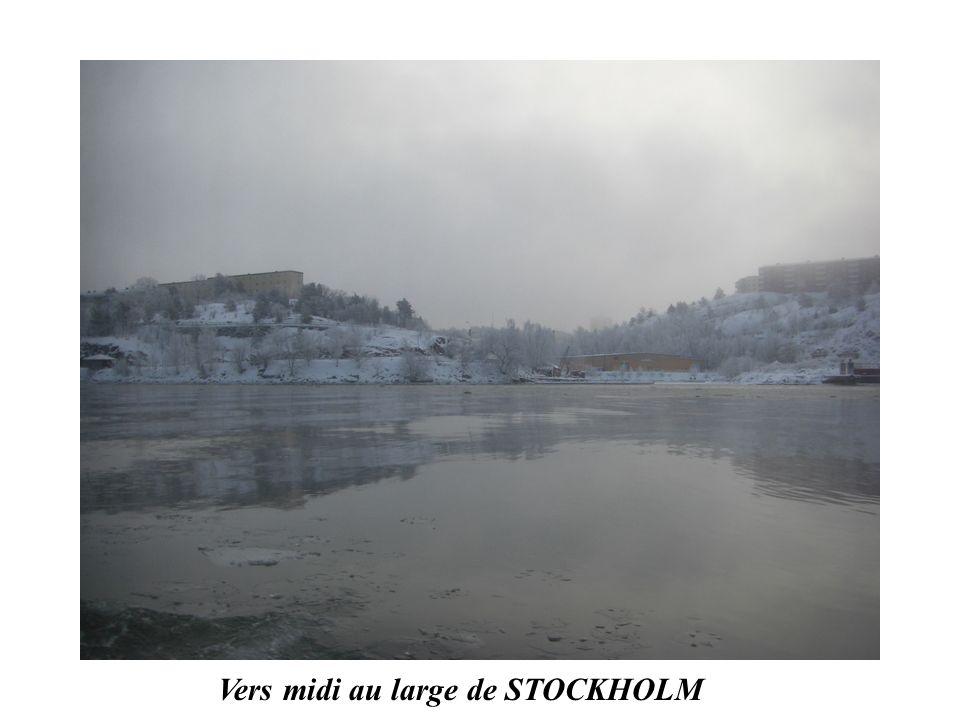Vers midi au large de STOCKHOLM
