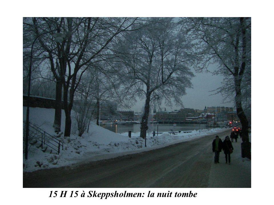 15 H 15 à Skeppsholmen: la nuit tombe