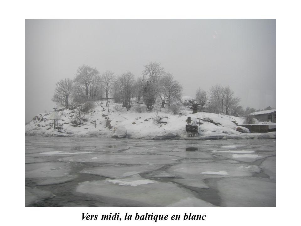 Vers midi, la baltique en blanc