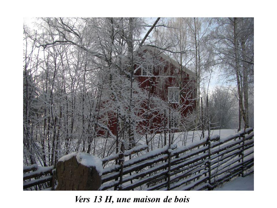 Vers 13 H, une maison de bois