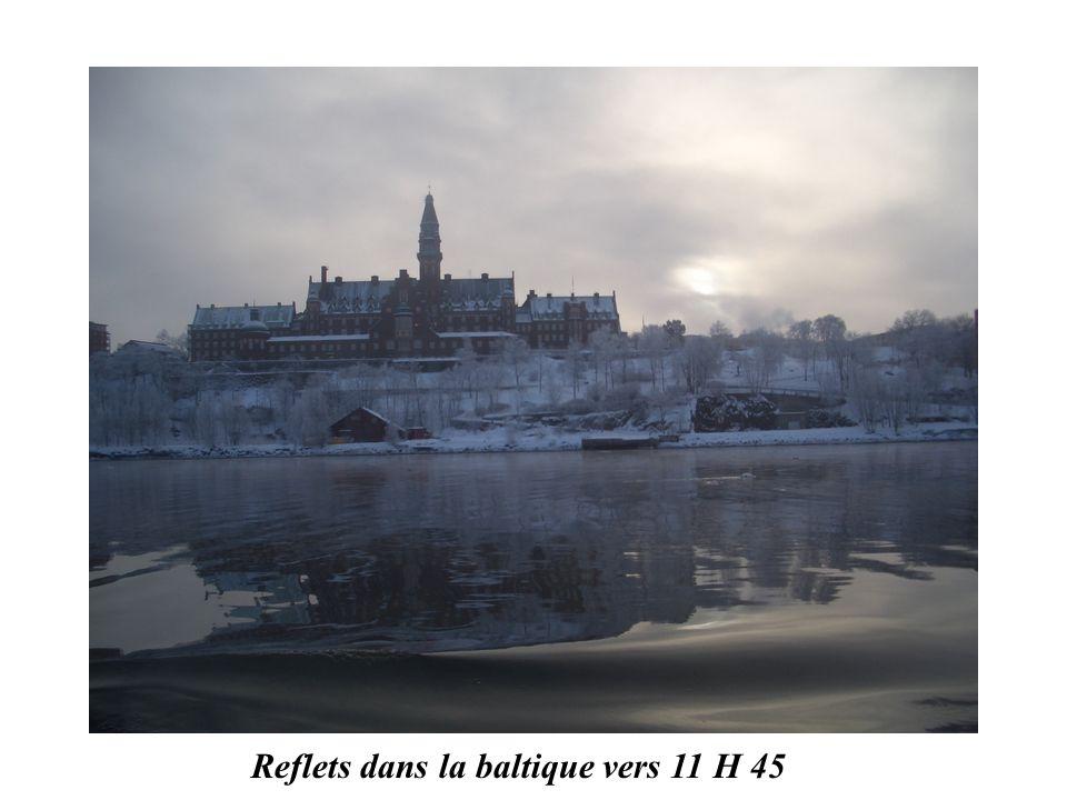 Reflets dans la baltique vers 11 H 45