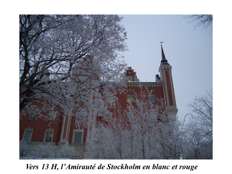 Vers 13 H, l'Amirauté de Stockholm en blanc et rouge