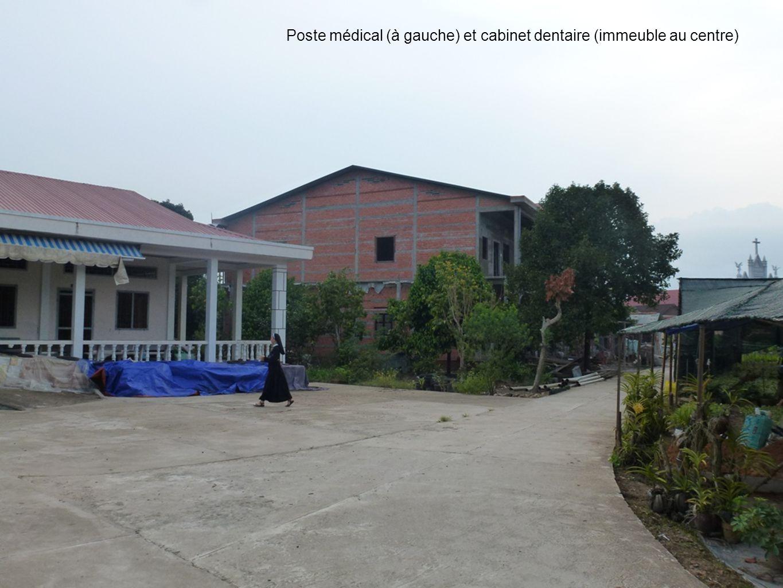 1111 Poste médical (à gauche) et cabinet dentaire (immeuble au centre)