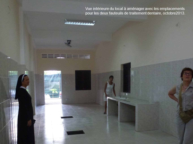 1313 Vue intérieure du local à aménager avec les emplacements pour les deux fauteuils de traitement dentaire, octobre2013.