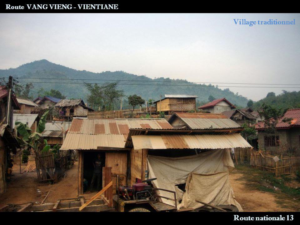 Route VANG VIENG - VIENTIANE Site archéologique Vang Xang Vallée des éléphants