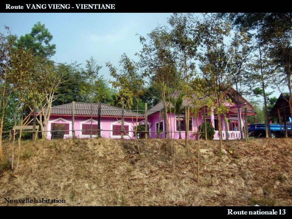 Route VANG VIENG - VIENTIANE Route nationale 13 Nouvelle habitation