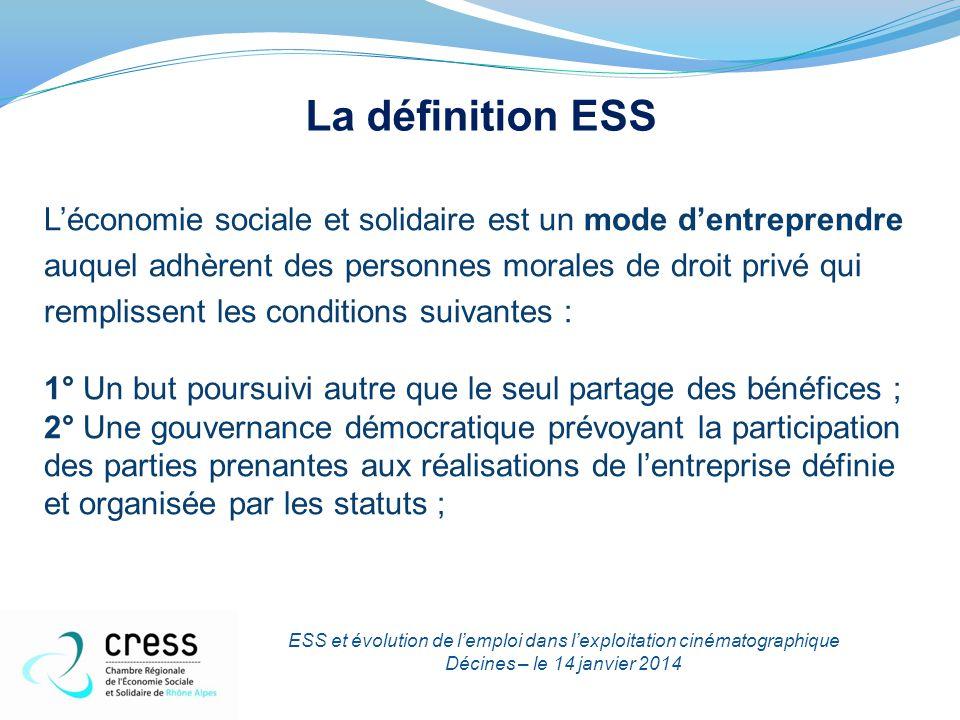 La définition ESS L'économie sociale et solidaire est un mode d'entreprendre auquel adhèrent des personnes morales de droit privé qui remplissent les