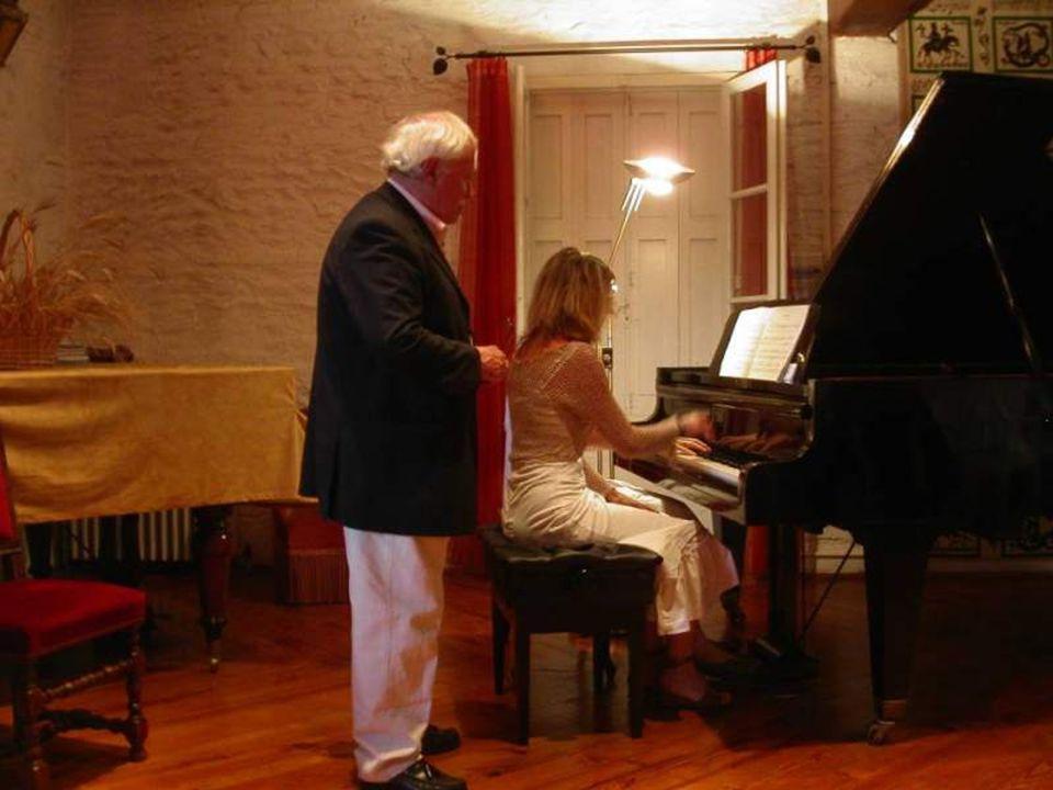 Remerciements à Renée PIDEIL à Michel Peus aux professeurs de piano dont Sylvie IRLA, toujours fidèle
