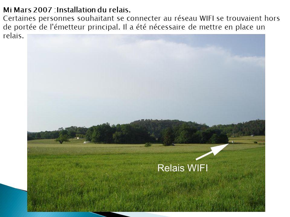Mi Mars 2007 :Installation du relais. Certaines personnes souhaitant se connecter au réseau WIFI se trouvaient hors de portée de l'émetteur principal.