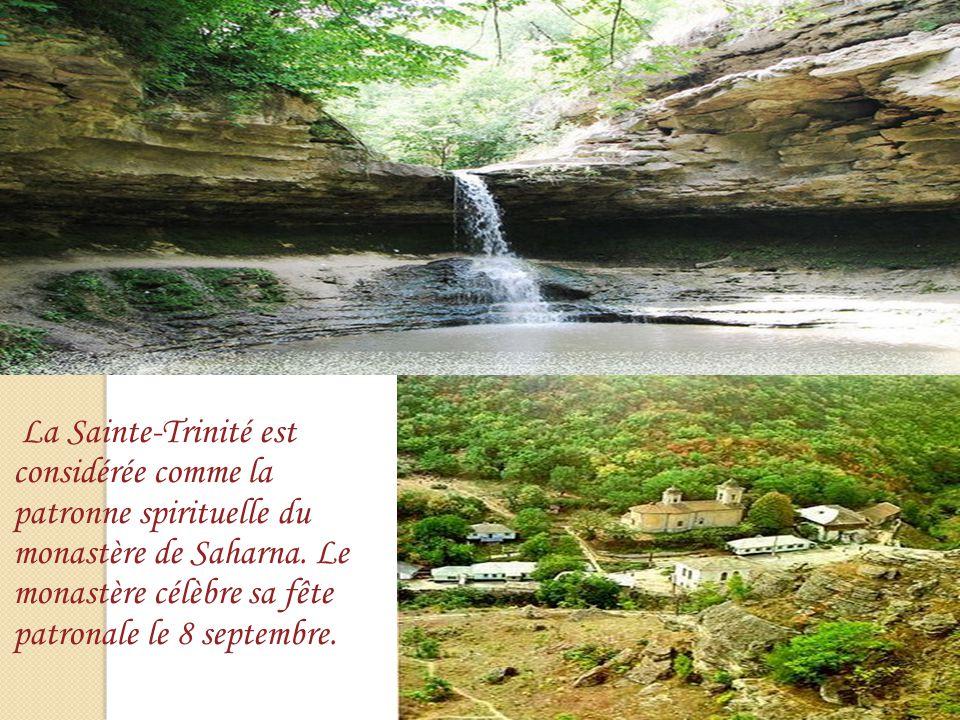 La Sainte-Trinité est considérée comme la patronne spirituelle du monastère de Saharna. Le monastère célèbre sa fête patronale le 8 septembre.