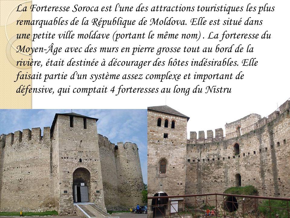 La Forteresse Soroca est l'une des attractions touristiques les plus remarquables de la République de Moldova. Elle est situé dans une petite ville mo