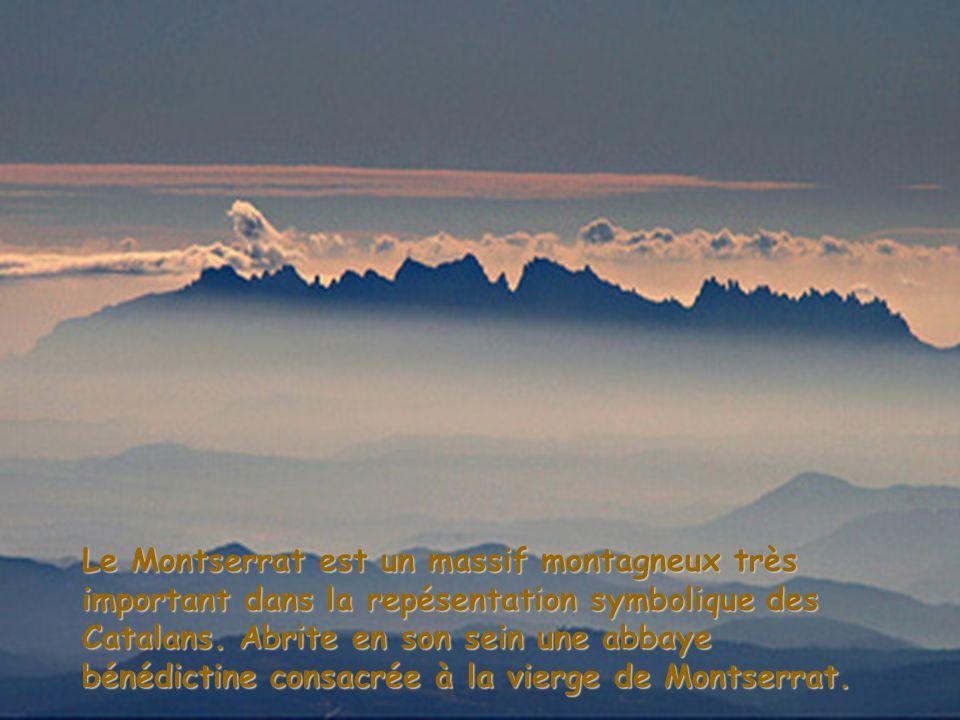 Le Montserrat est un massif montagneux très important dans la repésentation symbolique des Catalans.
