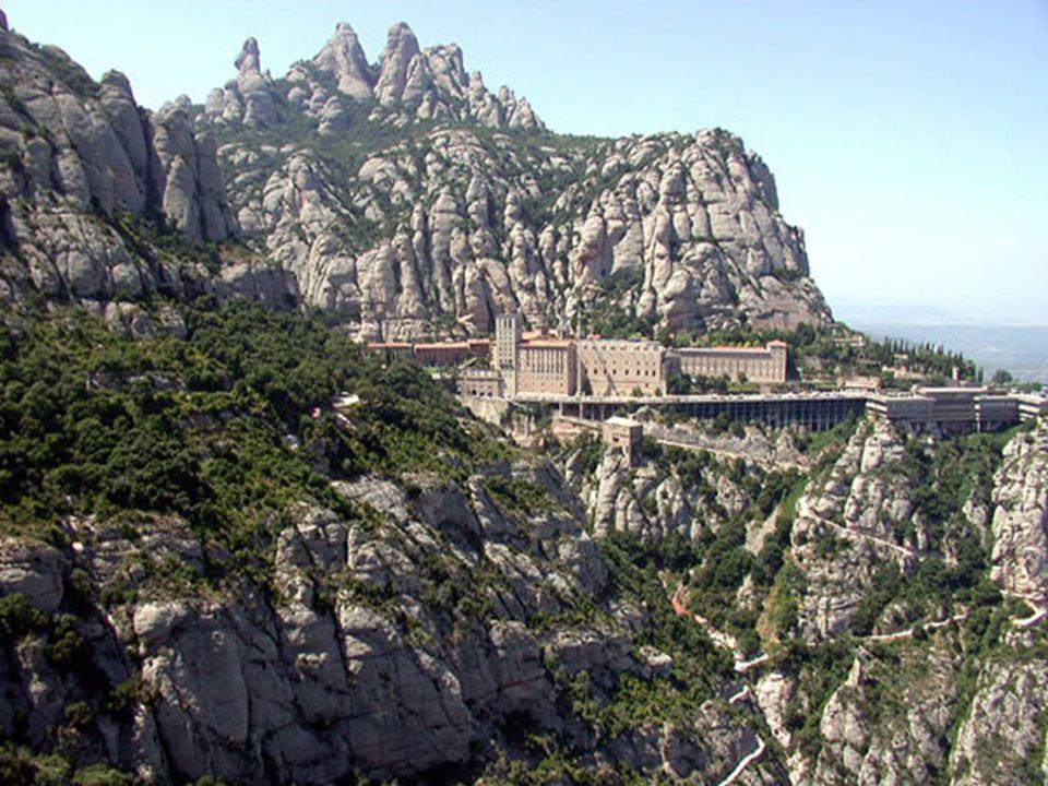 En 1025 l'abbé Oliva fonde en ce lieu un monastère qui dépassera de loin en importance les autres ermitages dispersés le long de la sierra. Ce site ve