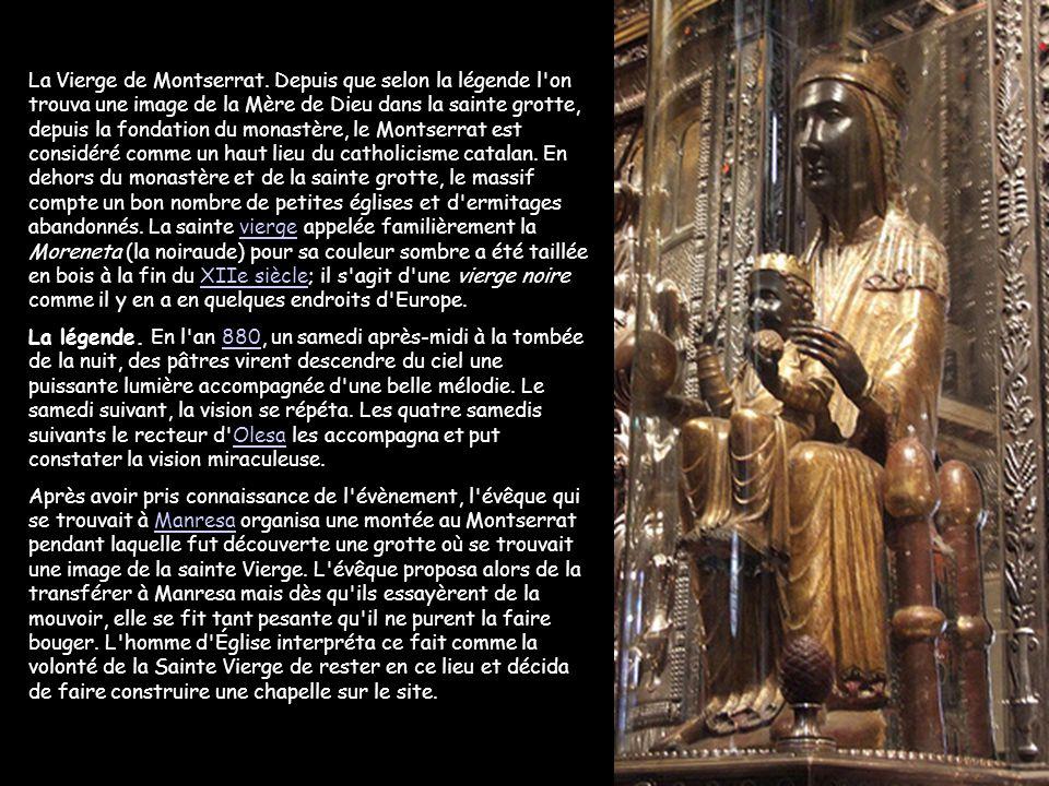 La culture est un élément important de Montserrat, la bibliothèque du monastère compte au bas mot 300 000 volumes, une manécanterie (l'Escolania) cons