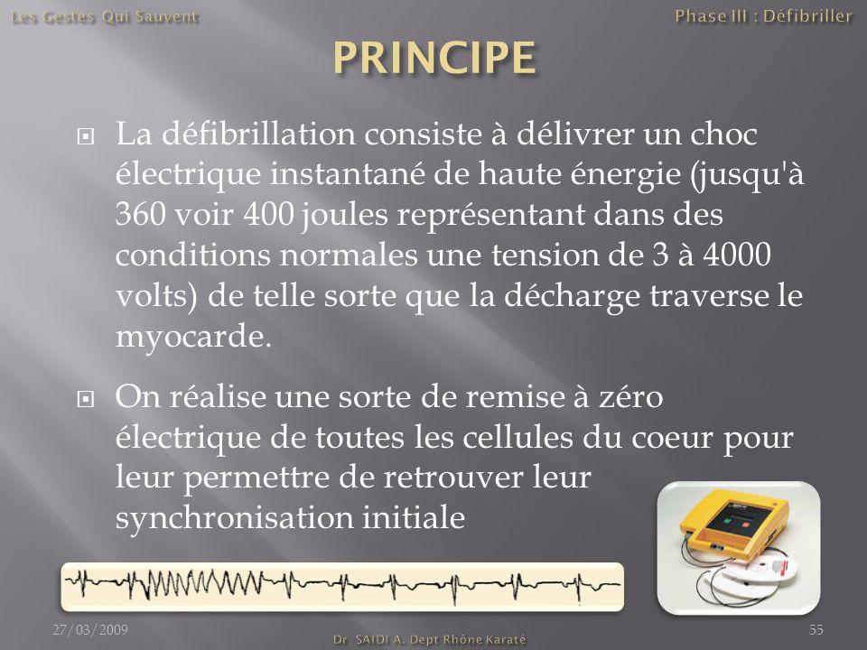  La défibrillation consiste à délivrer un choc électrique instantané de haute énergie (jusqu à 360 voir 400 joules représentant dans des conditions normales une tension de 3 à 4000 volts) de telle sorte que la décharge traverse le myocarde.
