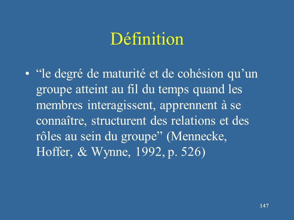 147 Définition le degré de maturité et de cohésion qu'un groupe atteint au fil du temps quand les membres interagissent, apprennent à se connaître, structurent des relations et des rôles au sein du groupe (Mennecke, Hoffer, & Wynne, 1992, p.