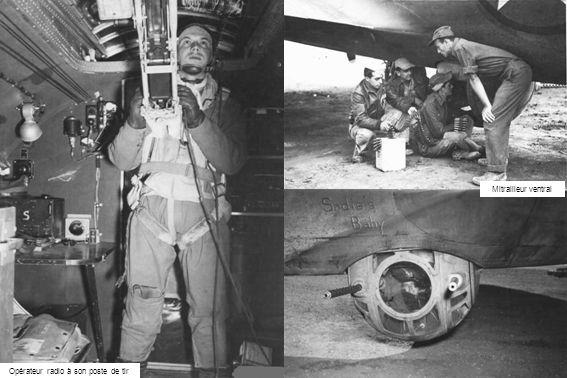 Opérateur radio à son poste de tir Mitrailleur ventral