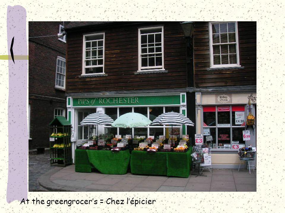 At the greengrocer's = Chez l'épicier