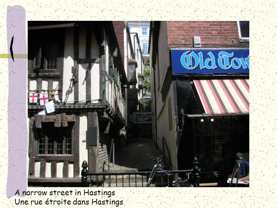 A narrow street in Hastings Une rue étroite dans Hastings