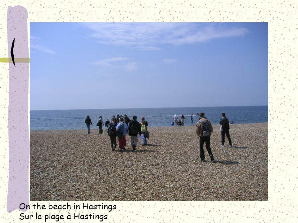 On the beach in Hastings Sur la plage à Hastings