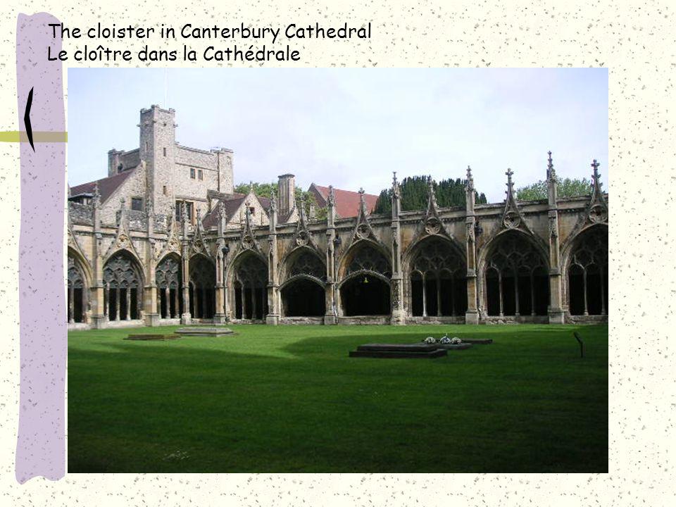 The cloister in Canterbury Cathedral Le cloître dans la Cathédrale