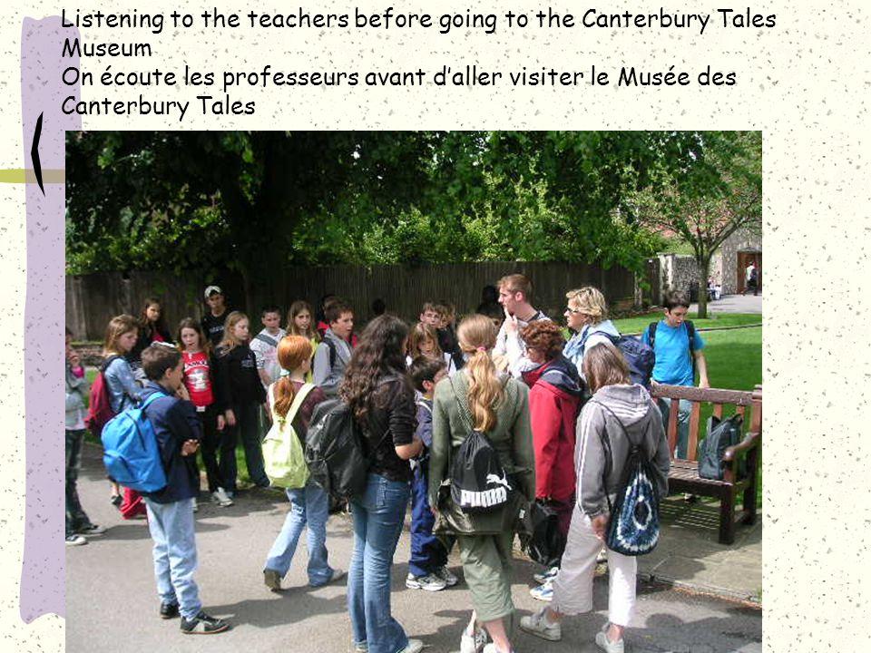 Listening to the teachers before going to the Canterbury Tales Museum On écoute les professeurs avant d'aller visiter le Musée des Canterbury Tales