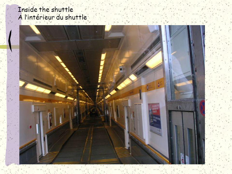 Inside the shuttle A l'intérieur du shuttle