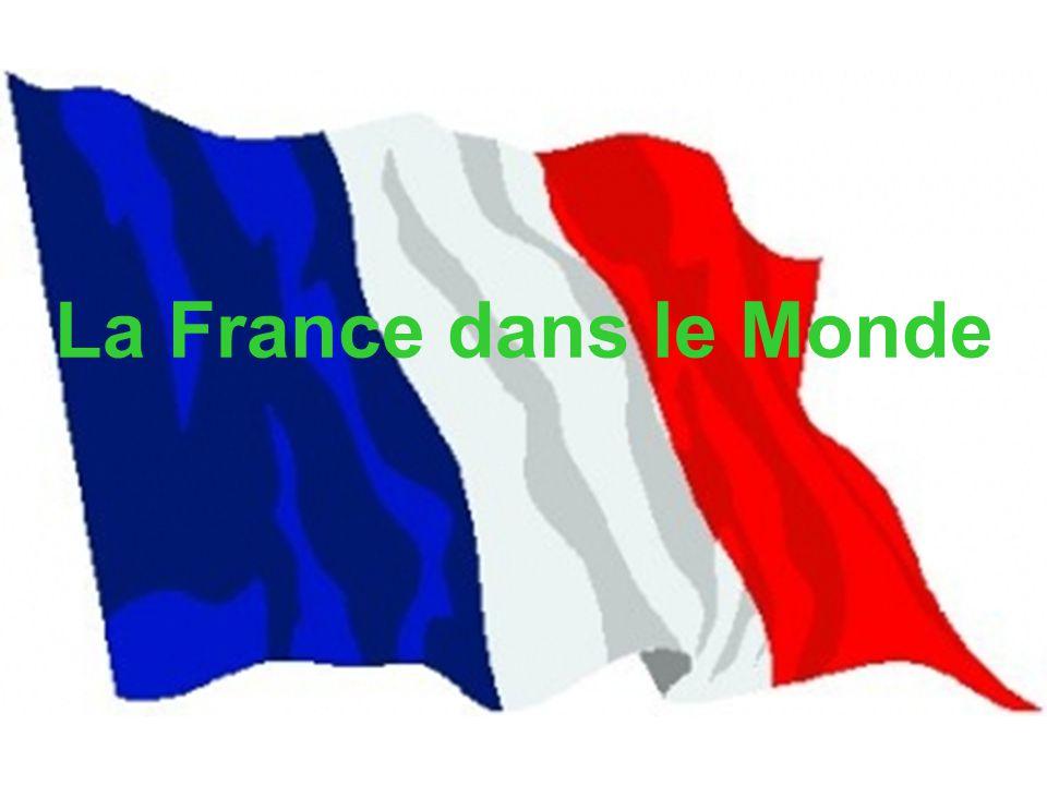 La France en temps que puissance mondiale joue un rôle international (guerre du Golfe, Bosnie), mais ce rôle n a pas les mêmes orientations depuis 1945, et joue dans plusieurs domaines : -les liens avec ses colonies, puis le Tiers Monde -Les liens avec les EUA dans le contexte de la Guerre Froide -les liens avec l Europe -La puissance économique -la culture introduction