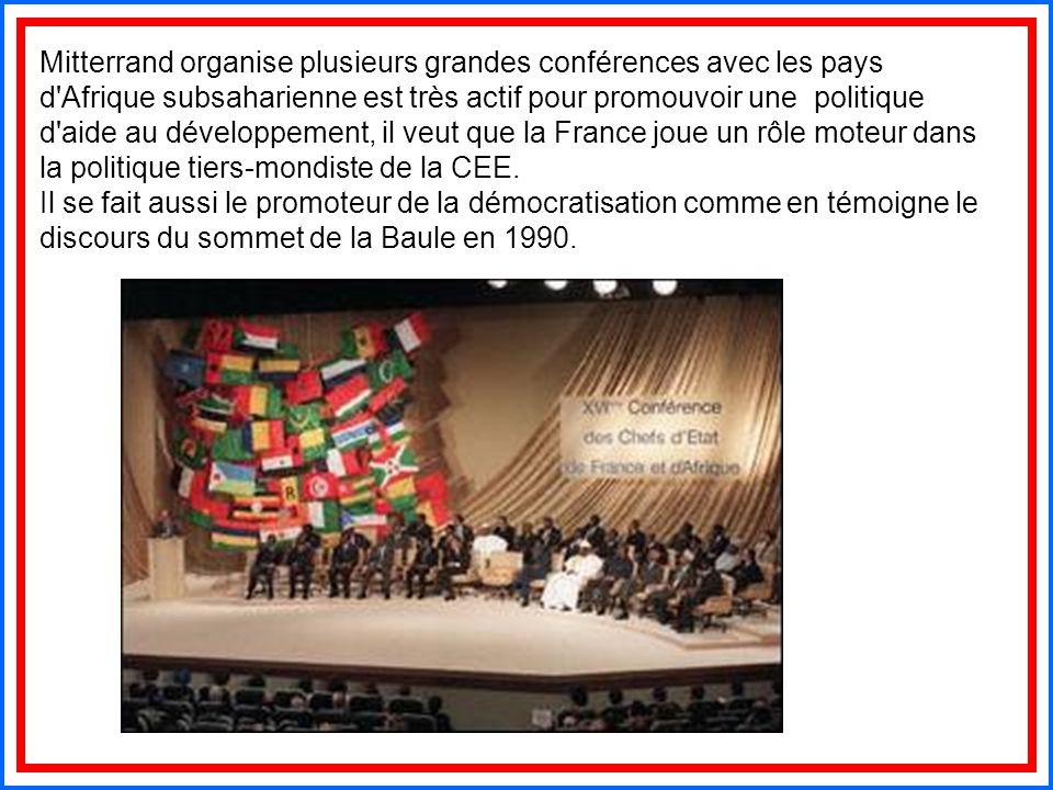 Mitterrand organise plusieurs grandes conférences avec les pays d'Afrique subsaharienne est très actif pour promouvoir une politique d'aide au dévelop