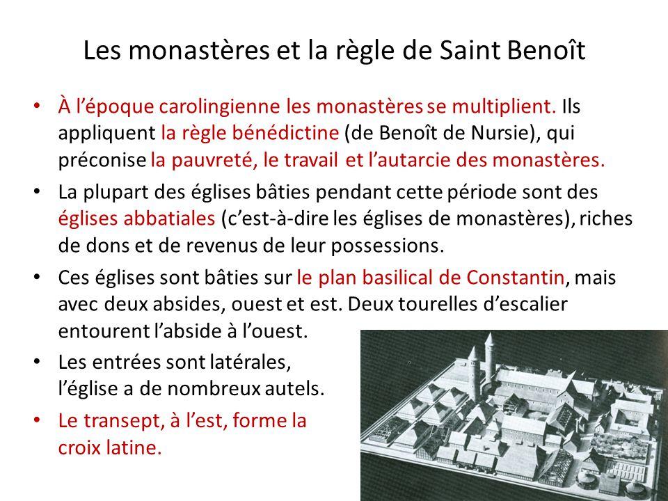 Les monastères et la règle de Saint Benoît Les entrées sont latérales, l'église a de nombreux autels. Le transept, à l'est, forme la croix latine. À l